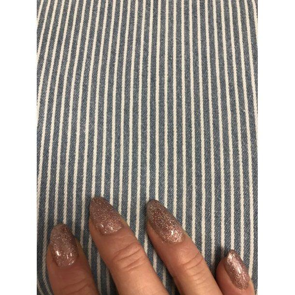 Canvas fast bomuld. Hvid og lyseblå stribet blød canvas. Kan bruges til tøj.