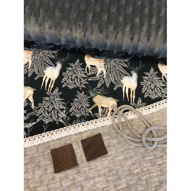 Halsedisse pk, velour m. bobler, lysgrå quilt, krondyr, blonde/anorak snor og læder lapper