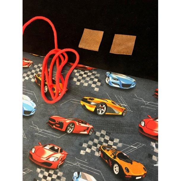 Halsedisse pk. velour, french terry m. racerbiler, anorak snor/ læder lapper