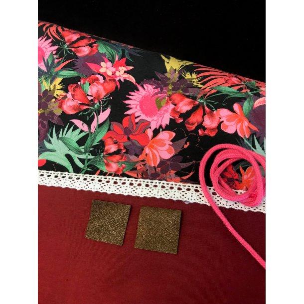 Halsedisse pk. vekour, jersey m. pink blomster, bordeaux jeresy, blonde/snor/læder lapper