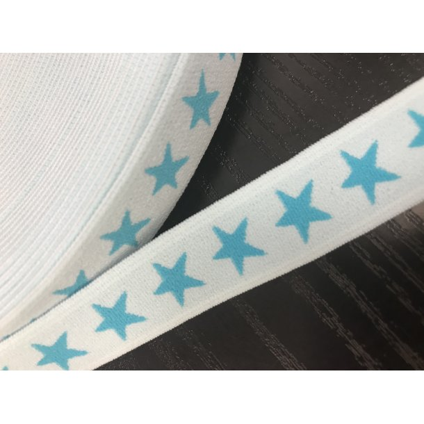 Elastik 2 cm, lyseblå med turkise stjerner.
