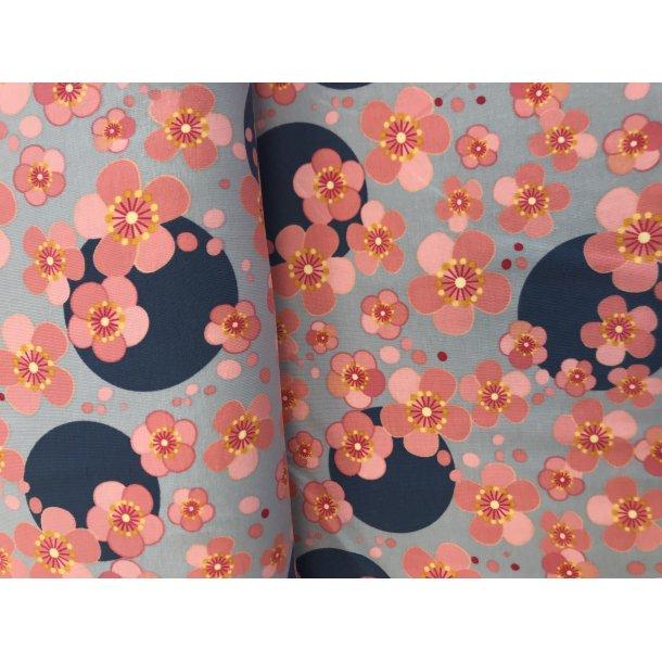 Jersey digital, grå bund med lyserøde blomster, blå cirkel