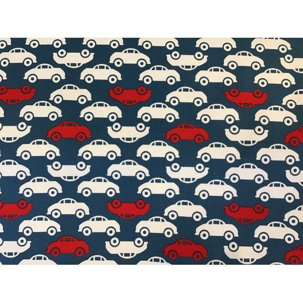 Jersey, hvide og røde biler på række, blå bund