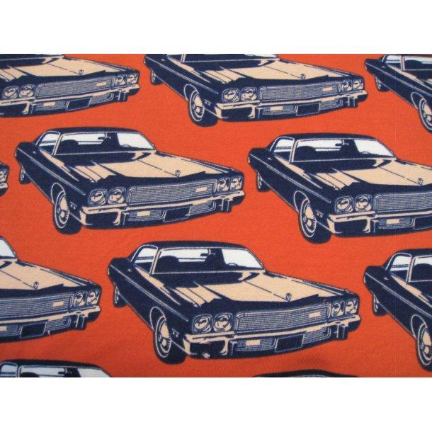 Isoli, Biler på brændt orange bund